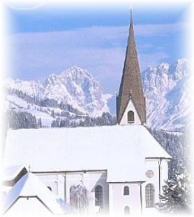 Středisko Reith bei Kitzbühel s barokním kostelem