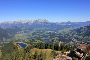 Pohled na Kitzbühel v létě